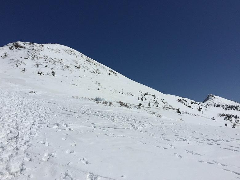 武尊山山頂へ